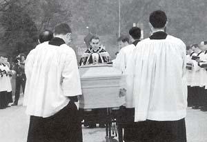 [Image: Archbishop_Lefebvre_Fr_Simoulin.jpg]