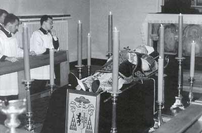 [Image: Archbishop_Lefebvre_in_sta.jpg]